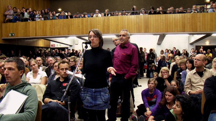 Das Publikum bei einer Bürgerversammlung zum Heliosgelände. Foto: Anna Ditges Köln 2014