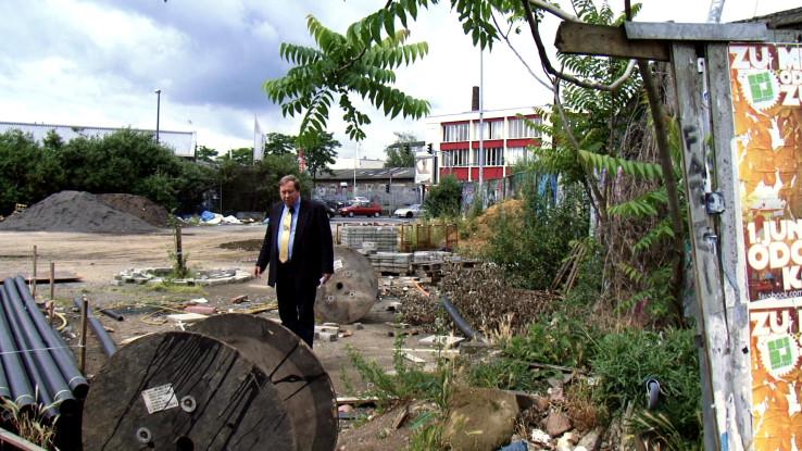 Bezirksbürgermeister Josef Wirges auf dem Heliosgelände. Foto: Anna Ditges Köln 2014