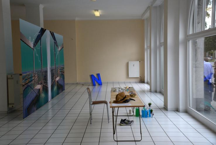 """Der austauschbare Büroraum in der Arbeit """"Crisp Consulting"""" von Niko Abramidis bei der Ruhrtriennale. Foto: Vera Lisakowski"""