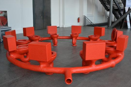 """Roter Toilettenkreis """"Excrementorium"""" von Atelier van Lieshout bei der Ruhrtriennale; Foto: Vera Lisakowski"""
