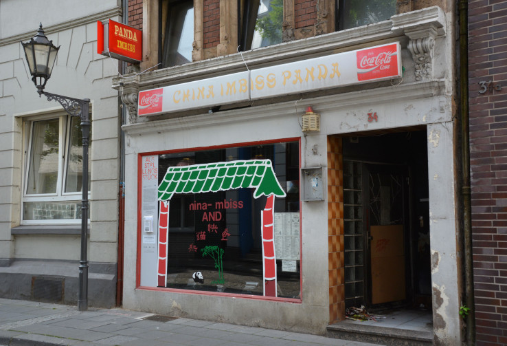 """Der ehemalige China-Imbiss """"Panda Imbiss"""" von außen, Kunst-Installation von Anne Mahlow und Leander Ripchinsky bei der Ruhrtriennale. Foto: Vera Lisakowski"""