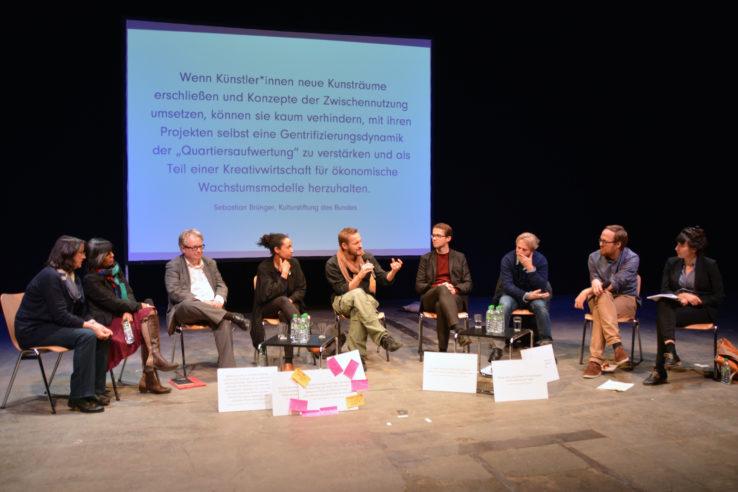 Zum Abschluss treffen sich noch einmal alle Beteiligten auf dem Podium. Foto: Vera Lisakowski