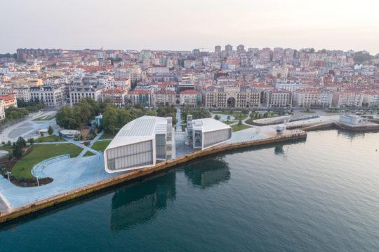 Das Centro Botín über der Uferpromenade von Santander. Copyright: Stéphane Aboudaram ï WE ARE CONTENT(S)