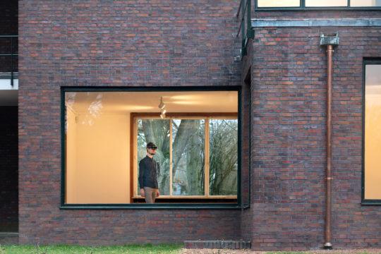 Besucher in Haus Lange mit Augmented-Reality-Brille. Foto: Dirk Rose